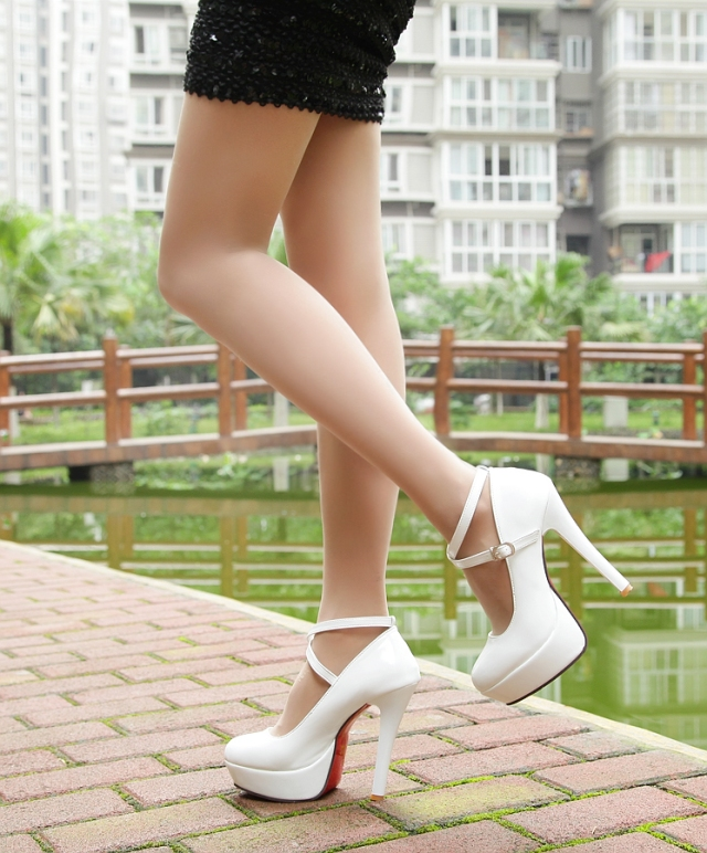 kitykatblog white shoes